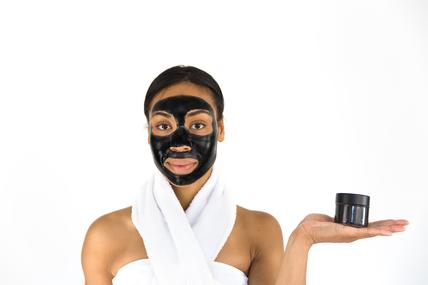 activated-charcoal-face-mask-peel_x285