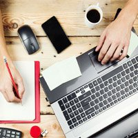 desk-laptop-notepad