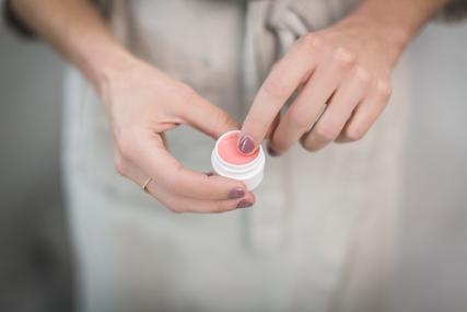 pink-lip-balm_x285