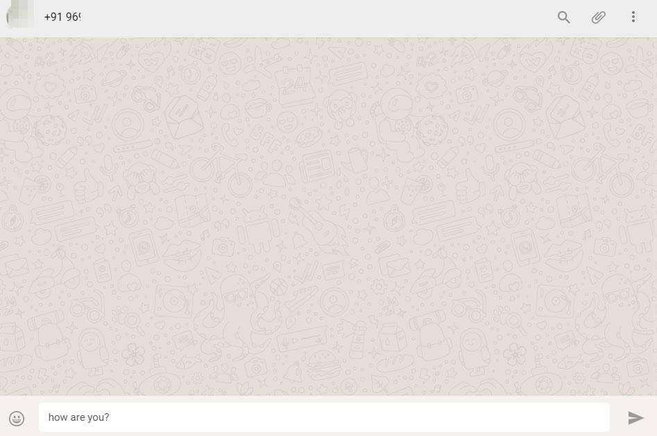 Чат содержит номер телефона и сообщение, добавленное с помощью функции чата